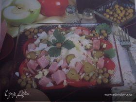 Салат из ветчины с помидорами и огурцами