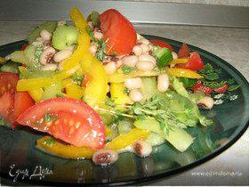 Летний салатик с фасолью в греческом стиле