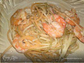 Спагетти с беконом и креветками
