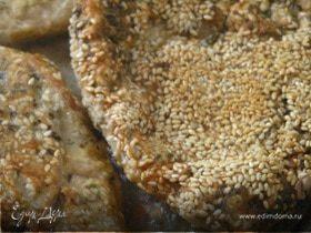 Шницель в мятной панировке с кунжутом