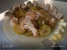 Грудка индейки с лимонным ароматом и лимонные овощи