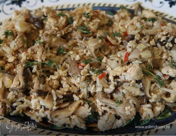 Экзотический рис с курицей, шиитаке и вешенками