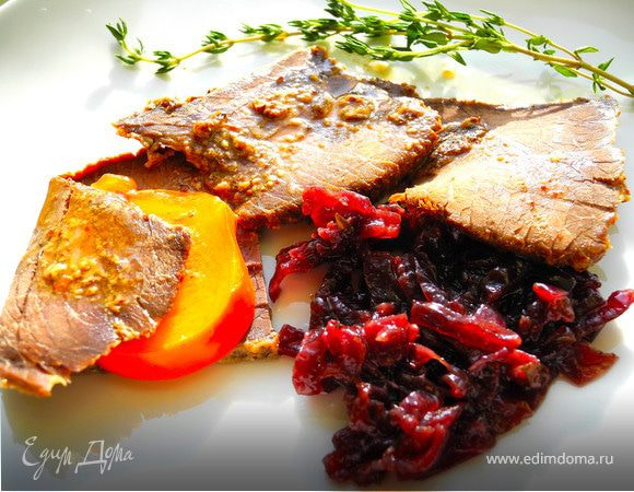 Запеченное мясо с айвой и хурмой