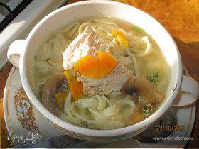 Куриный суп с грибами и домашней пастой