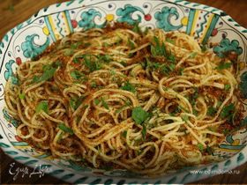 Спагетти с сушеными помидорами, чесноком и сухарной крошкой