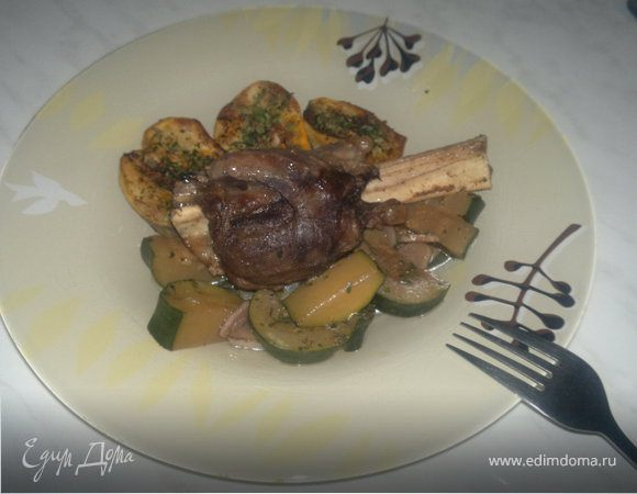 Ножки барана + печеный острый картофель и тушеный цукини