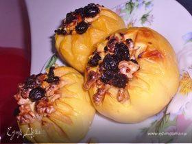 Айва печёная с орехами и изюмом