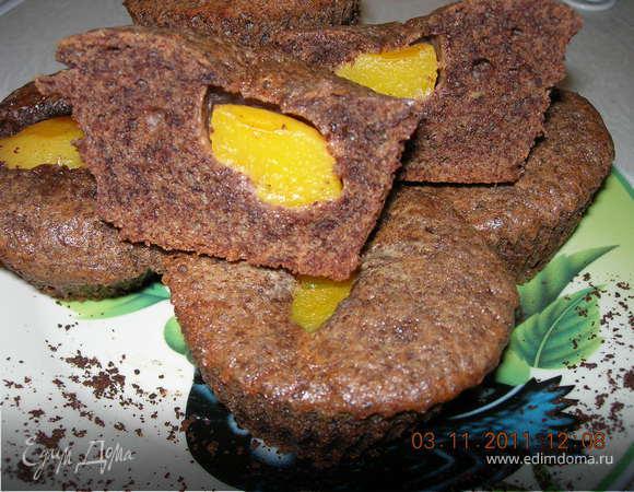 Шоколадные кексы с персиками