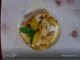 Блинный десерт с сыром рикотта и апельсиновым соусом