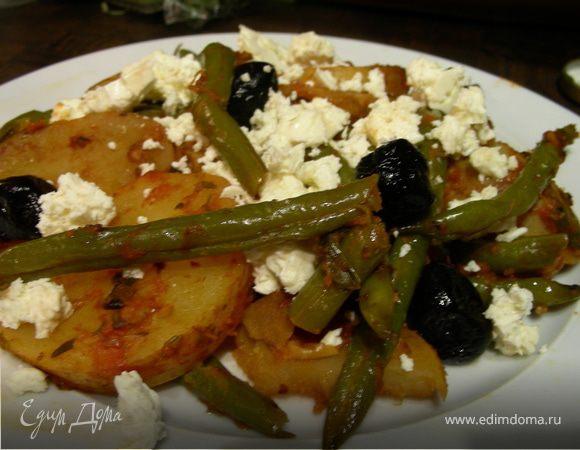 Зеленая фасоль и картофель в томатном соусе по-гречески