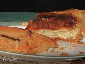 Слоеный пирог с грушами и сыром