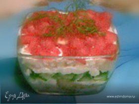 Салат рыбный под сырным соусом