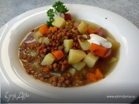 Сытный суп с чечевицей и венскими сосисками