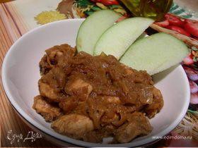 Куриная грудка в луково-яблочном соусе