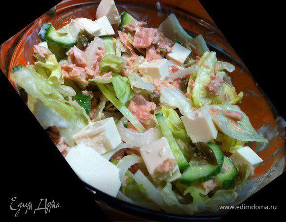 Салат с тунцом, авокадо и фетой