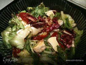 Салат с вялеными помидорами и мягким сыром