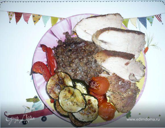 Свинина на Старый Новый год с овощами гриль и чечевицей