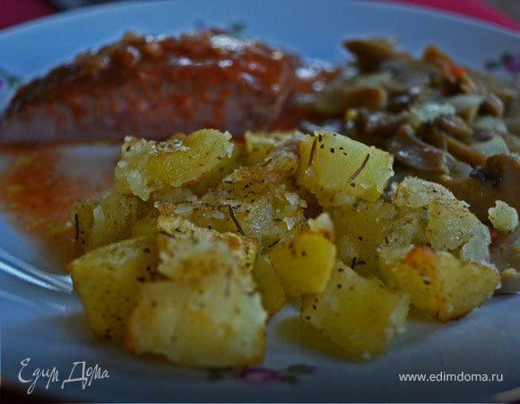 Печеный картофель с розмарином и луком