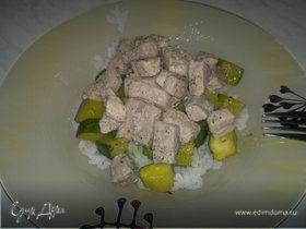 Два вида свинины с рисом и цукини
