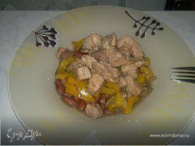 Похлебка из фасоли со свиным окороком, сладким перцем и лесными грибами