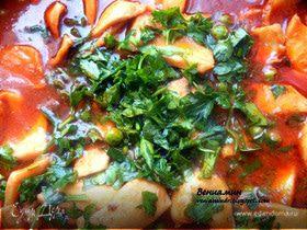 Кальмары с вином, томатами и зеленым горошком