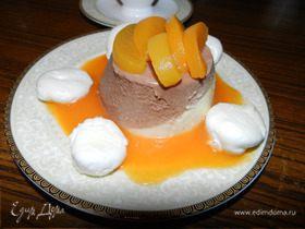 Шоколадно-фруктовый баваруа с маринованными персиками, абрикосовым кули и нежнейшими меренгами