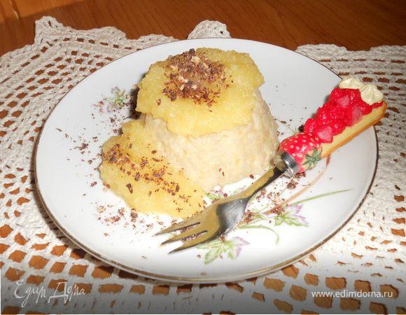 Рисовый пудинг в яблочном соусе