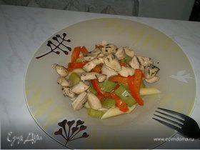 Паста с куриной грудкой и овощами