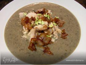 Крем-суп из зеленой чечевицы с фуа-гра (или куриной грудкой), карамелизированным луком и фисташками