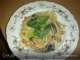 Паста с морепродуктами и грибами в сливочном соусе