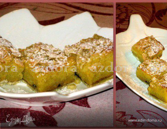 Пирожные со сливой и миндалём