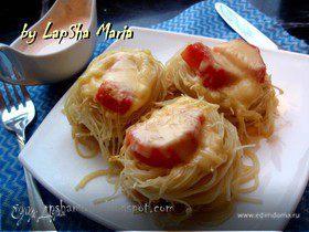 Гнезда из спагетти с куриным филе