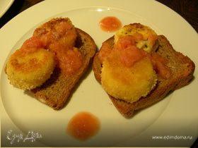 Жареный козий сыр с ревеневым соусом