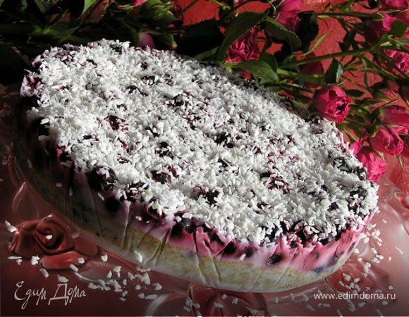 Кокосовый торт с ягодами