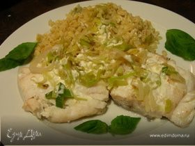 Рыба с луком-пореем и сливочным соусом с водкой