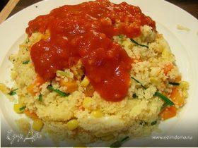 """Кускус """"Вулкан"""" с овощами, сыром и томатным соусом"""
