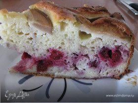 Пирог с вишней и грушами