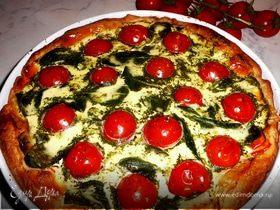 Летний пирог с помидорами-черри, болгарским перцем и шпинатом
