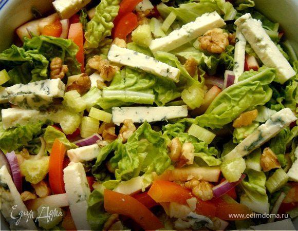 Лёгкий салат с тыквенно-айвовой заправкой