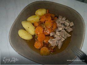 Бедро индейки с чабрецом и кориандром, рагу из моркови и опят с чесноком и отварным картофелем