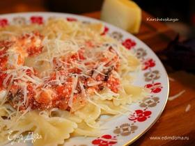 Паста с томатами, базиликом и фетой