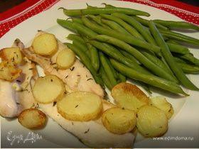 Рыба, запеченная на соли, с тимьяном, чесноком и картофельными чипсами