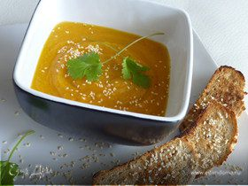 Суп из тыквы, кунжута и имбиря