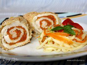 Куриные рулеты с маринованной морковью в рисовой панировке