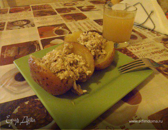 Картофель, запеченный с начинкой из сардины