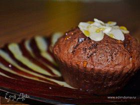 Шоколадные маффины с грецкими орехами и карпаччо из красной груши