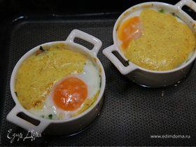 Кабачок с яйцами кокот по-индийски