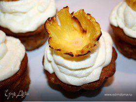 Кокосовые маффины с клубникой и ананасом