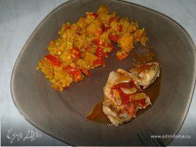 Чечевица со сладкими овощами, куриные бедра с томатами и чесноком