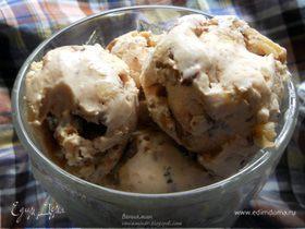 Мороженое с кленовым сиропом, грецкими орехами и шоколадом для Натальи (Biondina)